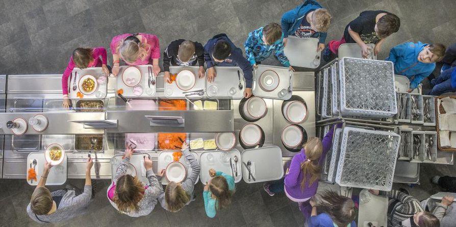 Lakko iskee koulujen, päiväkotien ja vanhuspalveluiden ruokahuoltoon.