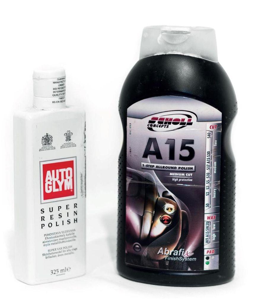 Kaksi erilaista AIO-tuotetta. Vasemmanpuoleinen soveltuu hyvin käsin käytettäväksi, kun taas oikeanpuoleinen kaipaa kiillotuskonetta. Tuotteille on yhteistä lähtötilannetta kiiltävämpi maalipinta mutta heikko kesto.