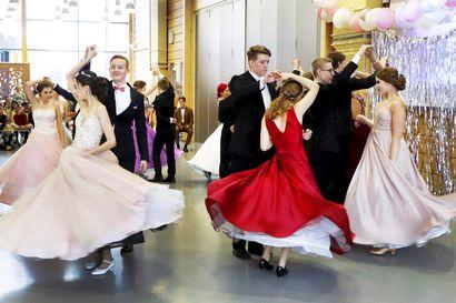 Pudasjärven lukion penkkareista ja vanhojen tansseista päätös lähiaikoina – koronarajoitukset vaikuttavat
