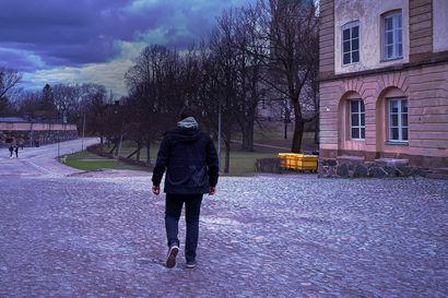 Suomenlinnassa asuu persoonallisia ihmisiä – radiodokumentti kertoo, miten poikkeuskevät sujuu saarella