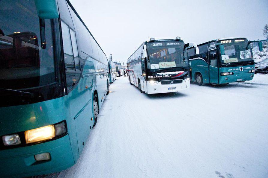 SAK järjestää bussikuljetuksia Helsingin mielenilmaukseen ympäri Suomea perjantaina 2. helmikuuta.