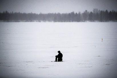 Jäät ovat paikoin arvaamattomia ja niille on syntynyt railoja ja uhkuavantoja – kokosimme tietoja jäiden vahvuuksista eri puolilta Lappia