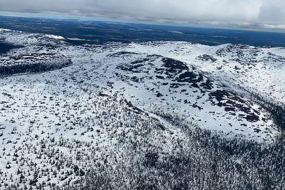 Ylä-Lapissa on paikoin vielä reilusti lunta ja maasto on vetinen – ensi viikon lämpöaalto ja vesisateet saattavat antaa Lapin tulville lisävauhtia