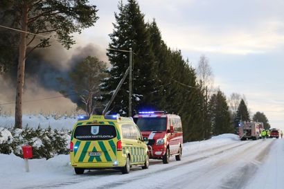 400 neliön varastorakennus tuhoutui tulipalossa Oulaisissa –  varastotilassa olleet kaasupullot räjähtelivät