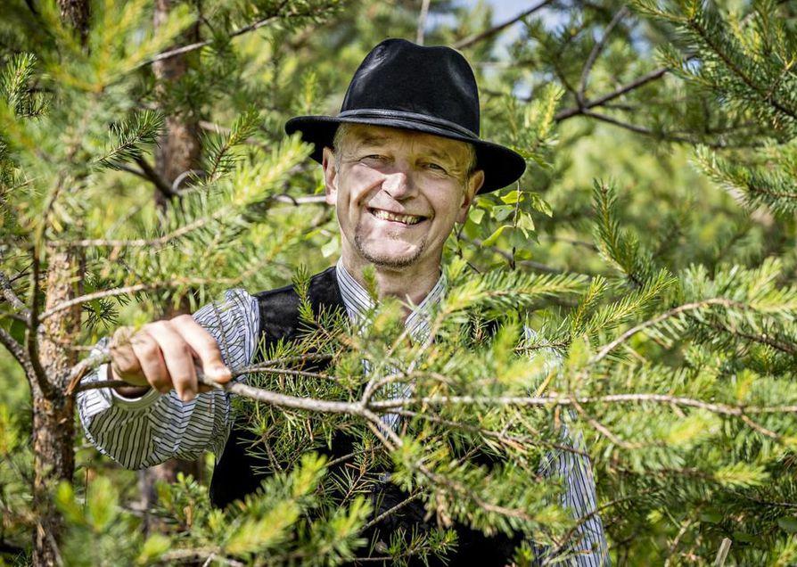 Vaikka Arto Hongisto on luovuttanut metsänsä nuoremmalle polvelle, ei hän kauaa pysynyt metsistä poissa. Alkuun hänet pantiin järjestämään  Oulun Seudun Metsätilanomistajien kesäretki. Nyt hän toimii koko yhdistyksen puheenjohtajana. Syntymäpäiväjuhlatkin pidetään metsässä.