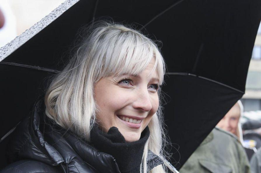 """Perussuomalaisten presidenttiehdokas Laura Huhtasaari kiistää plagiointiväitteet: """"Syytöksille ei ole pohjaa""""."""