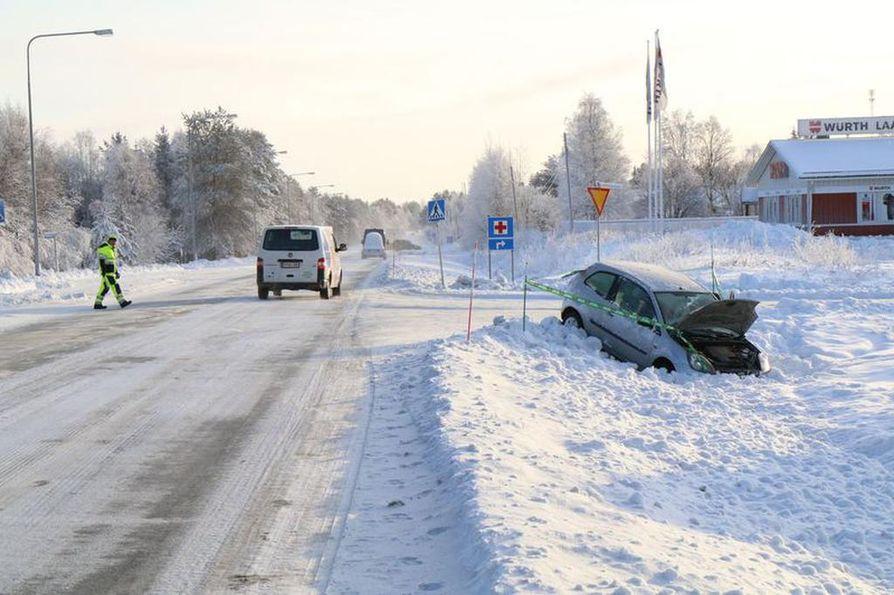 Onnettomuus tapahtui Pohjantien ja Nelostien risteyksessä.