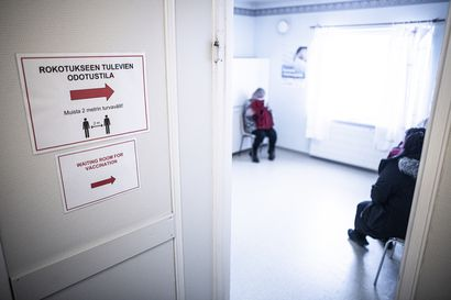 Astra Zeneca -rokotusten peruuntuminen aiheuttaa kysymyksiä – Kuntien käytännöt vaihtelevat