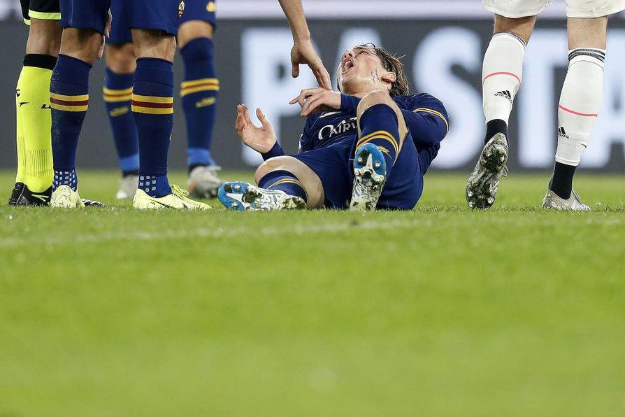 Interin Nicolò Zaniolo joutui sivuun ottelusta loukkaannuttuaan avausjaksolla.
