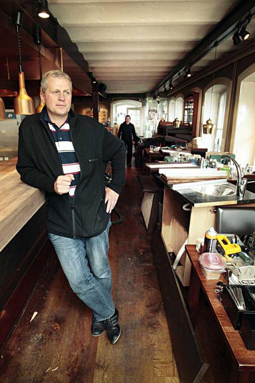 Baaritiski on jo saanut uuden muotonsa, mutta pubia tästä ei tehdä, linjaa ravintoloitsija Perttu Virolainen, vaikka ruokaravintola Matalan  kynnystä aiotaankin remontissa madaltaa.