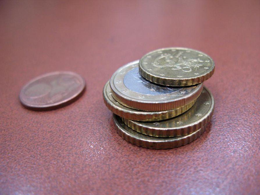 Noin 440 000 ihmisellä tulot eivät riitä kohtuulliseen vähimmäiskulutukseen.