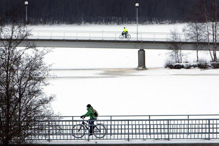 Keskustan ja Linnanmaan välille tehdään pyöräilybaana. Arkistokuva.
