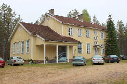 Kuren koulua rakennettiin kuin Iisakin kirkkoa – kyläläisten yhteinen kokoontumispaikka ja Iijokisoudun tärkeä etappi