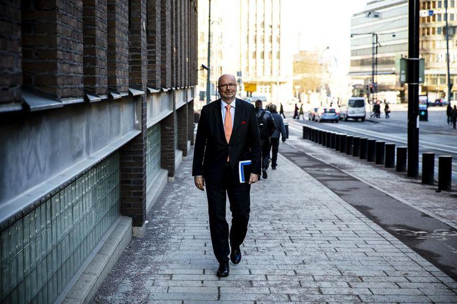 Sdp:n kansanedustaja Eero Heinäluoma ei kerro onko hänellä kiinnostusta puolueen presidenttiehdokkaaksi.