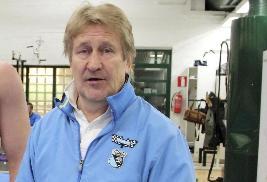 Tampereella asuva olympiavoittaja Pertti Ukkola vetää yhdistystä, joka toimii Suomen Olympiakomitean asiantuntijana ja Olympiaurheilijoiden edunvalvojana.
