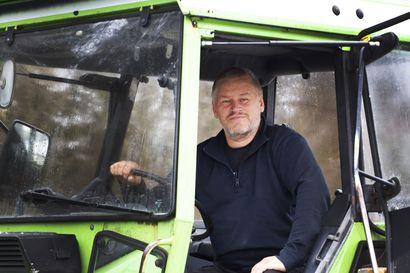 Runoja traktorin kopista – Kostojewskin kirjoituksilla Taivalkoski ja murre tutuksi myös alueen ulkopuolella. Katso myös video.