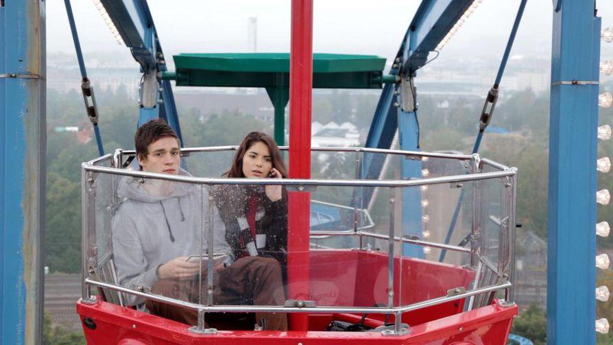 Pete (Anton Thompson Coon) ja Kiira (Elsa Pajanen) odottavat täyttävänsä 18.