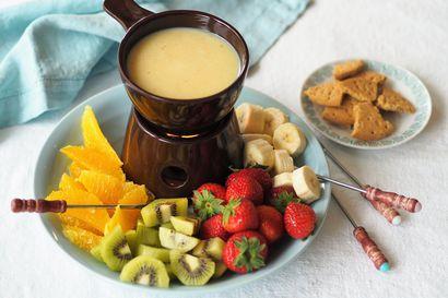 Suklaa selättää kaamoksenkin – räntäsade unohtuu, kun dippaat marjoja ja hedelmiä valkosuklaaseen tai teet itse Daimia