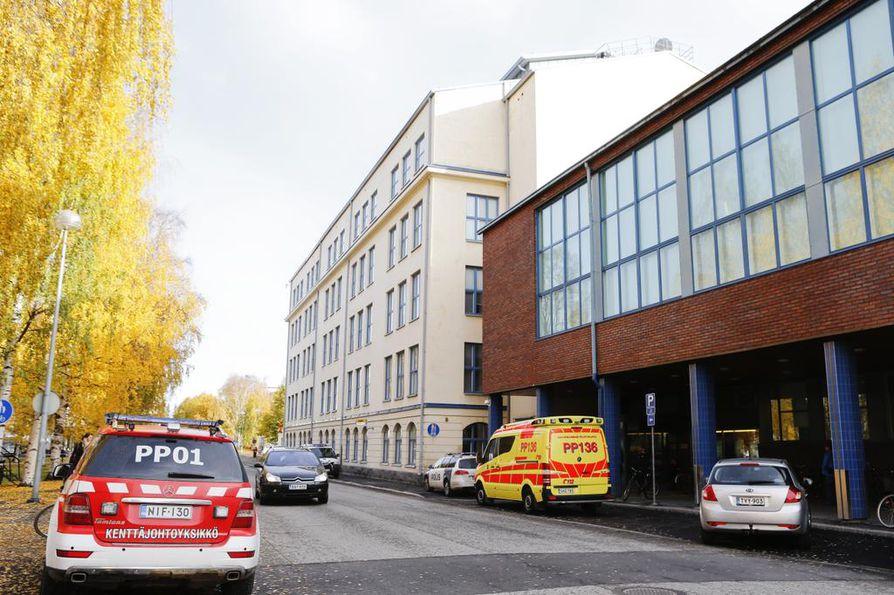 Vuonna 1997 syntynyt mies puukotti neljää henkilöä Myllytullin ammattiopiston tiloissa lokakuussa.