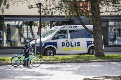 Vahva luotto poliisiin hieman heikennyt, ilmenee poliisibarometrissä