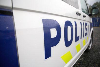 Poliisi valvoi laitonta maahantuontia Torniossa – Saaliiksi pieni määrä nuuskaa ja raakatupakkaa