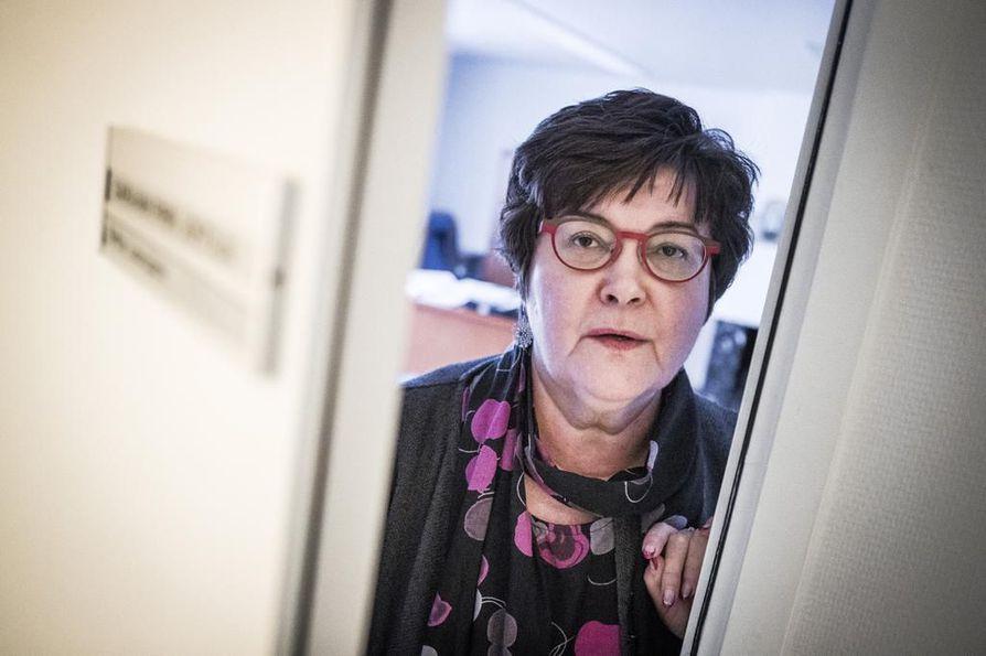 Länsi-Lapin sairaanhoitopiirin johtaja Riitta Luosujärvi sanoo, että heidän on seurattava niin julkisen kuin yksityisen puolen työehtosopimusneuvotteluita. Länsi-Lapin sairaanhoitopiirissä neljän kunnan perusterveydenhuolto ja erikoissairaanhoitoa on ulkoistettu Mehiläiselle.