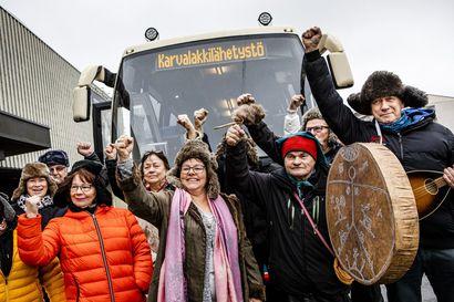 Kittiläläiset pistivät karvalakin päähän ja  lähtivät ministerin puheille Helsinkiin – Teiden kehno kunto jarruttaa matkailua ja uhkaa autioittaa kylät