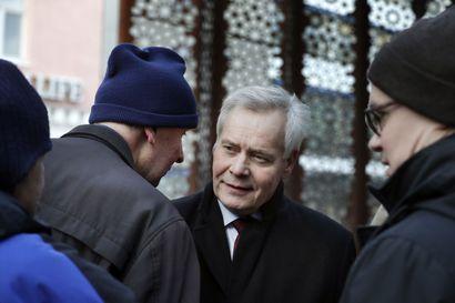 """Posti-kohusta huolimatta pääministeri Rinne jatkoi maakuntamatkailua ja saapuu iltapäivällä Rovaniemelle – """"Postiasiaakin sivuttiin"""", kertoo Ranuan työväenyhdistyksen puheenjohtaja"""