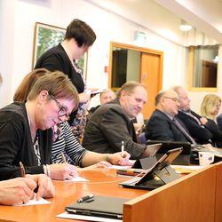 """Oulaisten kaupungin tarkastuslautakunnan puheenjohtaja Raimo Räisänen ei ota kantaa mahdolliseen ylilaskuttamiseen: """"Meillä on vetoketju suussa ja housuissa"""""""