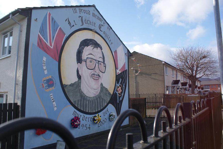 Surmattuja muistellaan Shankill Roadin alueen muraaleissa. Osa heistä on ollut lojalistiryhmien puolisotilaallisten joukkojen jäseniä.