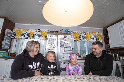 """Sadat lapset jonottavat tukiperhettä Pohjois-Suomessa – Kuusiratin perhe rohkaisee mukaan vapaaehtoistoimintaan: """"Tämä on ihan tavallisten ihmisten juttu"""""""
