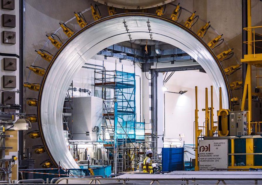 Olkiluoto kolmosen reaktorihalli oli elokuun puolivälissä viimeisiä silauksia vaille valmis lopulliseen käyttöönottoon. Arkistokuva.