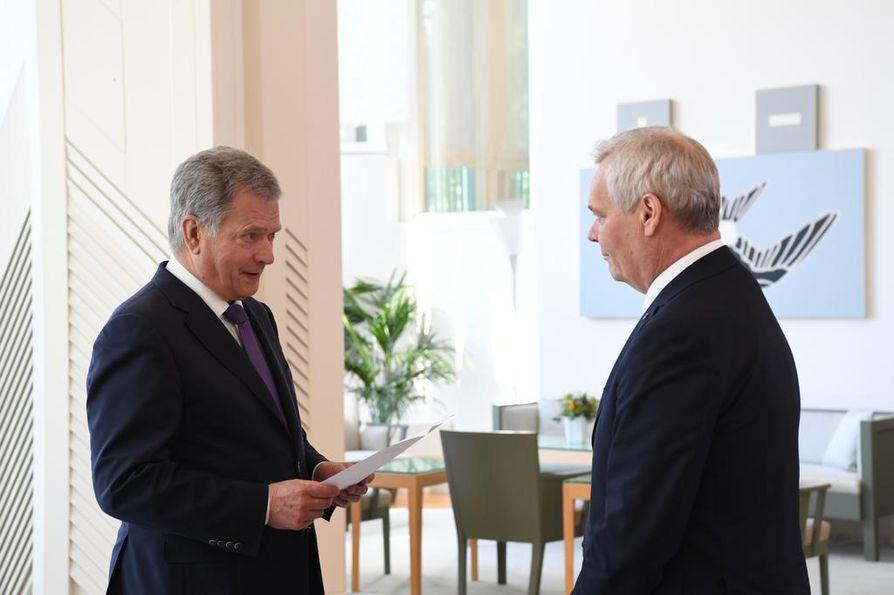 Hallituksen nimityspäivä käynnistyi aamupäivällä tasavallan presidentti Sauli Niinistön ja eduskunnan puhemiehen, hallituksen muodostajan Antti Rinteen tapaamisella Mäntyniemessä.