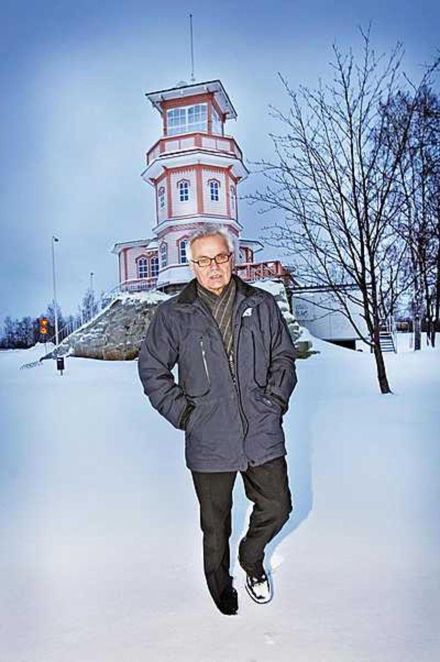 Kalevan Vuoden julkisuusteko -palkinto luovutettiin teollisuusneuvos Seppo Arposelle (vas.) hänen rohkeasta eltaantumiskritiikistään.