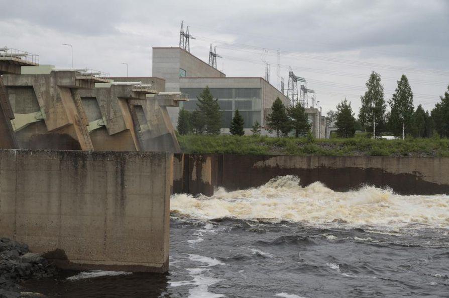 Kemijoki Oy hakee paraikaa ratkaisuja toimivasta lohitiestä Taivalkosken voimalaitokselle, joka on sen alin Kemijoessa. Koko velvoitteen korjaamista kalatalousviranomaisen vaatimalla tavalla yhtiö ei hyväksy.
