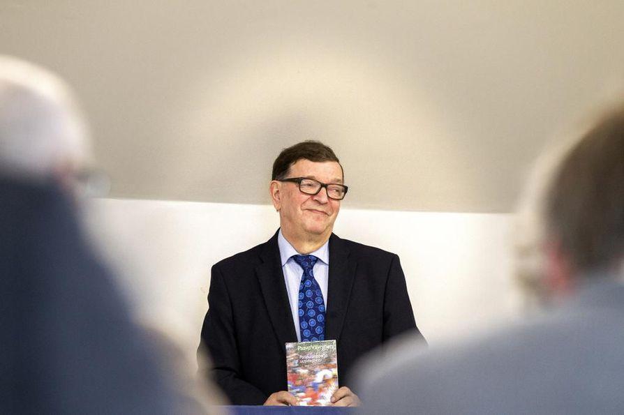 Kunnalisjärjestön tulkinnan mukaan Paavo Väyrynen on eronnut myös paikallisosastosta viemällä kansalaispuolue puoluerekisteriin.