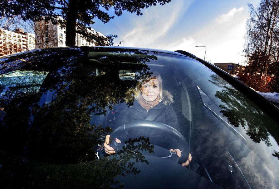 """""""Hyvällä kuljettajalla on hyvä sääntötietämys ja ajoneuvon käsittelytaito, kyky ennakoida liikenteen vaaratilanteita sekä vastuullinen asenne omaa ja muiden turvallisuutta kohtaan"""", tutkija Ida Maasalo kiteyttää."""