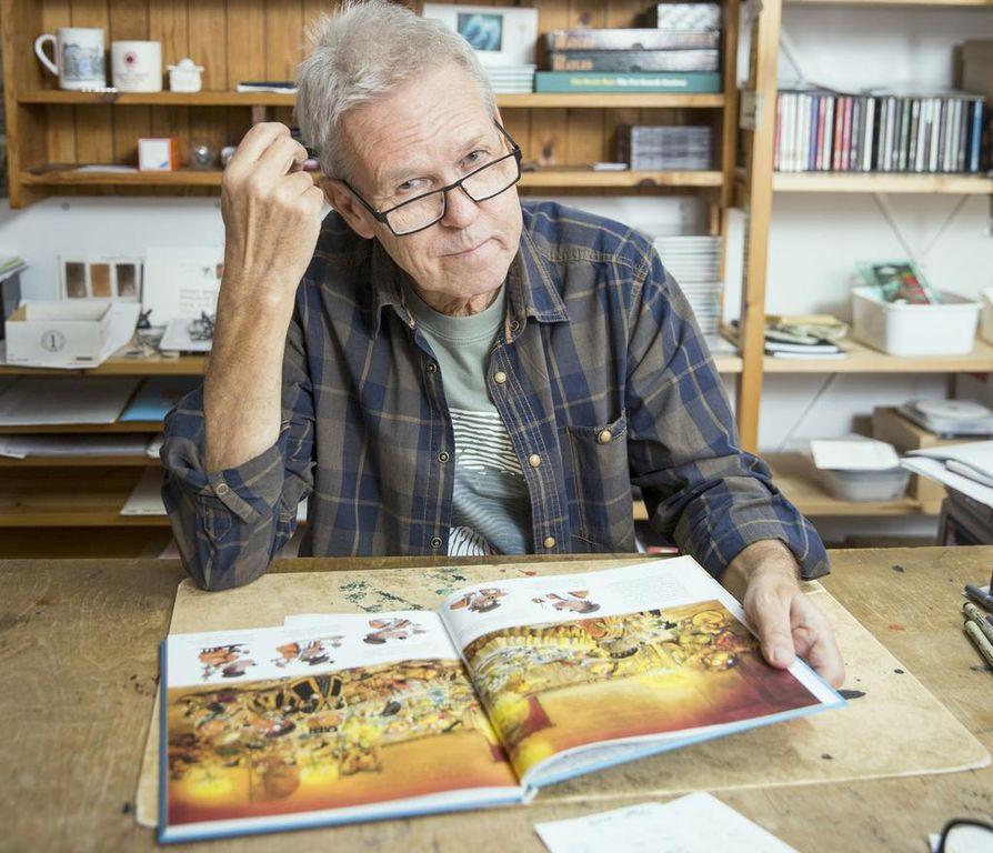 Kirjailija Mauri Kunnas on kirjoittanut muun muassa kirjan Seitsemän koiraveljestä. Arkistokuva.