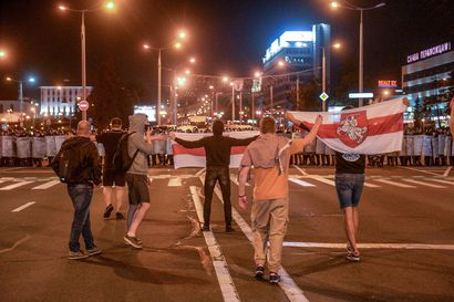 Poliisi on ampunut mielenosoittajia kumiluodeilla ja kyynelkaasulla Valko-Venäjällä – Lukashenkon vastaiset mielenosoitukset jatkuivat maanantaina toista päivää