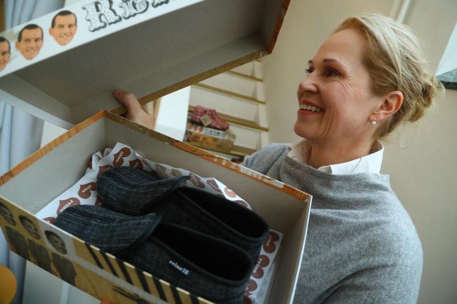 Liiketoimintajohtaja Tuire Erkkilä on onnellinen Raino ja Aino -tossujen tarinan jatkosta.