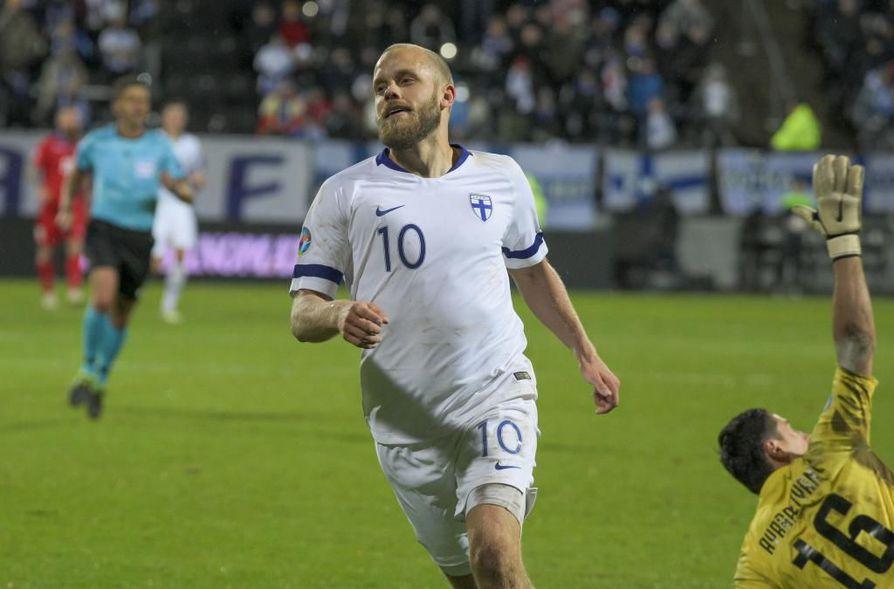 Suomen jalkapallomaajoukkueen ja Teemu Pukin edesottamuksia voi seurata perjantaina myös Rotuaarilla.