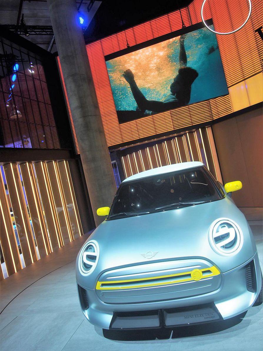 Mini siirtyy sähköaikaan vuonna 2019, jolloin nyt nähtävä konseptimalli tulee tuotantoon. Minin Electric Conceptin aerodynaamisissa upotuksissa ja ilmanohjaimissa käytetyissä osissa on hyödynnetty 3D-tulostusta.