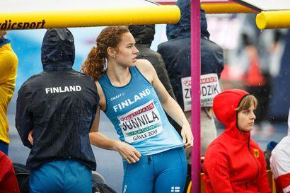 Lämpimänä pysyminen oli haaste Ella Junnilalle Tampereella, miesten satasella tarvittiin maalikameraa