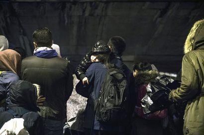 Poliisi purki 1600 ihmisen telttaleirin Pariisissa – pakolaisten asumista taivasalla ei enää suvaita