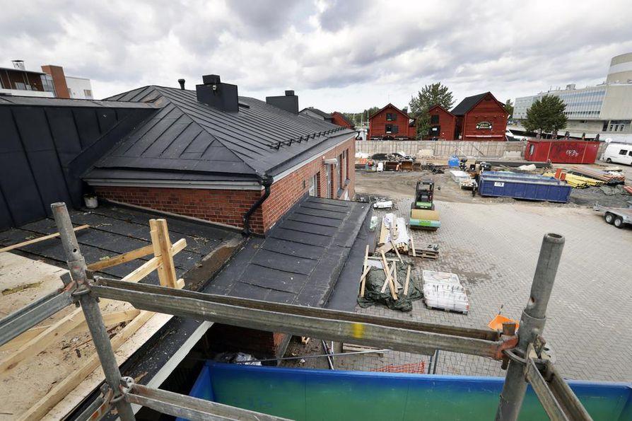 Kauppahallin länsinaapuriksi nousee Oulun torihotelli.