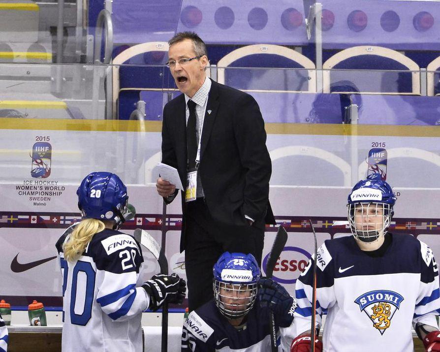 Pasi Mustonen on toiminut aiemmin Kärppien miesten joukkueessa sekä pää- että apuvalmentajana.