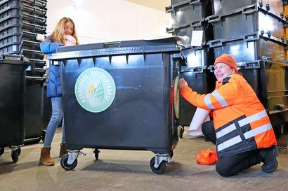 Tarroilla komistettuja jäteastioita ilmestyy Kurenalle – Pudasjärvi putipuhtaaksi -siivouskampanja alkaa maanantaina ja kutsuu kaikkia siivoamaan yhdessä yhteisiä alueita