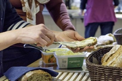 Korona näkyy yhä ruoka-avun tarpeessa - Raahessa apua jaetaan joka päivä