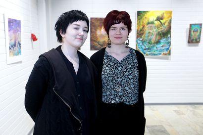 Anni ja Elli Flink kokosivat töitään yhteiseen näyttelyyn