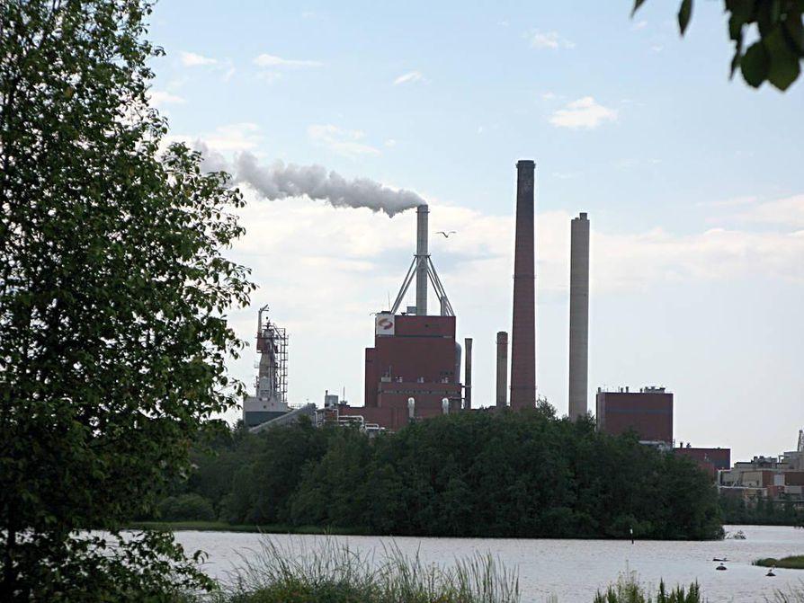 Stora Enson tehdas tuprautti hajuja oululaisten neniin lauantaina iltapäivällä.